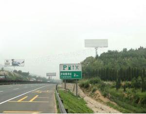 北京中央别墅区裕丰路与安华街交叉口单立柱