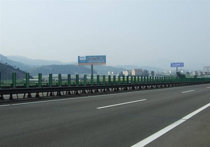 沪杭甬高速公路宁波余姚段路南锦风路处